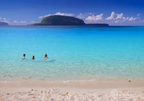 Elephant Island from Champagne Beach